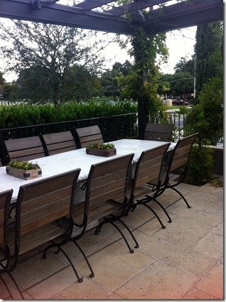 laV patio dining