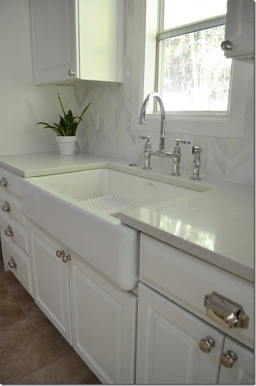 farmhouse sink and bridge faucet