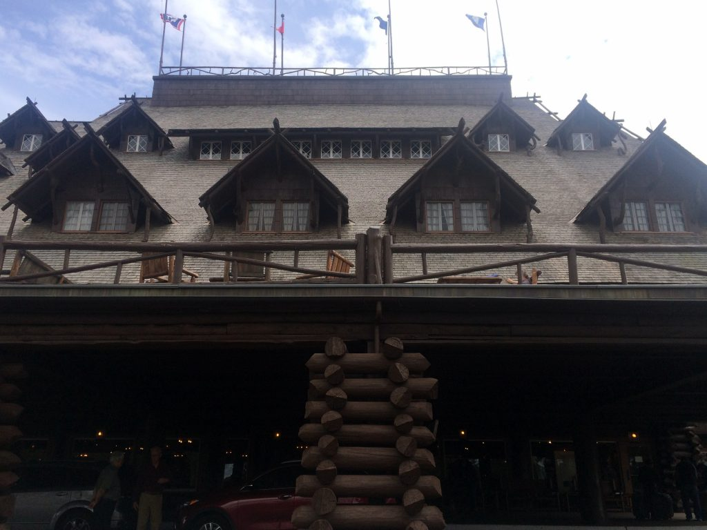 old faithful inn front